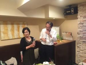 平成28年6月4日に開催の関東安陵会総会後の26回卒同期の二次会でのデュエット写真-3。