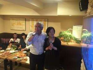 平成28年6月4日に開催の関東安陵会総会後の26回卒同期の二次会でのデュエット写真-4。